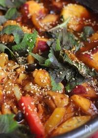 『暑い夏こそ辛い鍋!鶏肉と山盛り野菜のカレーコチュ鍋』