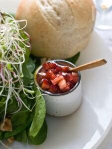 イチゴドレッシングとほうれん草のビューティーサラダ