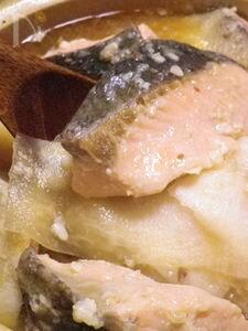 ◆鮭と大根のダブル塩麹味噌鍋◆