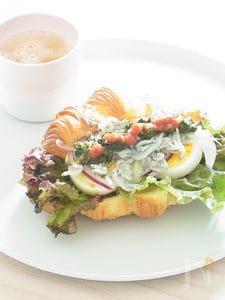 しらすと卵のクロワッサンサンド