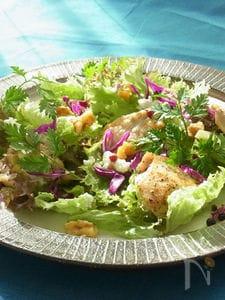 香草チキンと胡桃のサラダ
