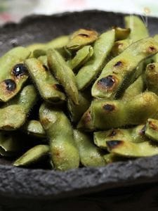 スキレットで「焼き枝豆」