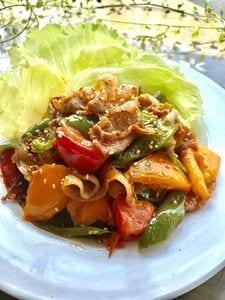 トマトと豚バラ肉のピリッと甘辛ヤンニョム焼肉