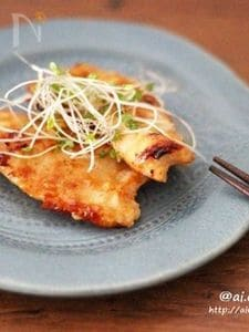 切り方でパサつき防止♡鶏胸肉でヘルシー味噌生姜焼き♡