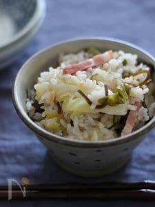 調味料はなし!きゃべつとベーコンと塩昆布の炊き込みご飯
