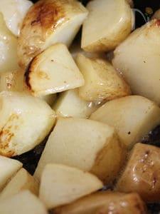 ストウブ鍋でじゃがバター ローズマリー風味