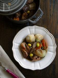 ちょっぴりおしゃれでイタリアンな鶏もも肉と根菜の煮物