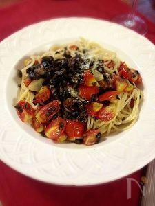 トマトとオリーブのパスタ