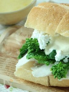 菜の花と鶏ささみのサンドイッチ