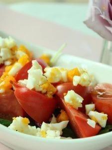 トマトのミモザサラダ・味噌ドレッシング