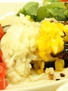 春ぶりのバルサミコソース 彩り野菜添え