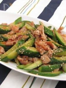 キュウリと豚肉の韓国風炒め物
