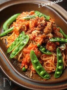 【鶏肉とスナップエンドウのトマトソースパスタ】