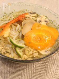 レモングラス風味のライムスープ