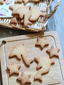 イルカの型抜きクッキー