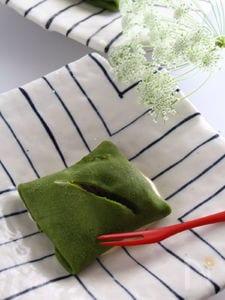 あんことバニラアイスの抹茶袱紗つつみ。