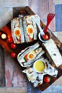 照焼チキンと卵の具だくさんわんぱくサンド
