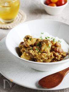 いろいろお豆とじゃがいものキーマカレー