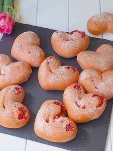 ハート💓の苺パン