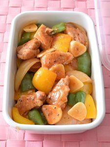 鶏肉とパプリカのトマトピューレ炒め 作り置きレシピ