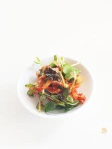 キムチと豆苗の中華風和え物