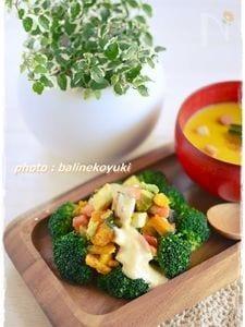 アボカドとモッツァレラチーズの彩りサラダ