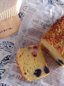 ミックスベリーのチーズクランブルケーキ。