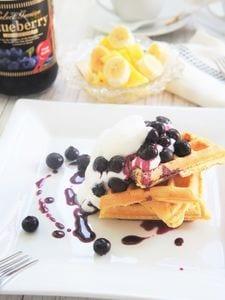 ブルーベリーシロップソース&フンワリ豆乳ワッフル