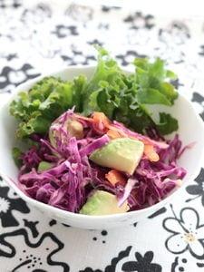 紫キャベツとアボカドのしんなりサラダ