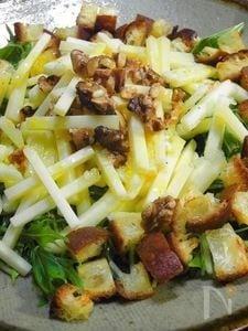 残り物パンdeご馳走 リンゴとグルエールチーズのサラダ