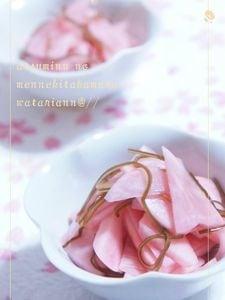 赤カブの桜色マリネ