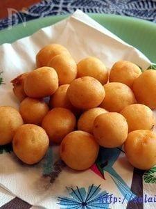 カノム・カイ・ノッククラター(うずらの卵形のもちもちドーナツ