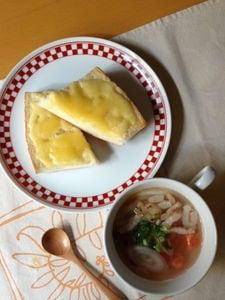 トマトと塩豚のスープとチーズトースト