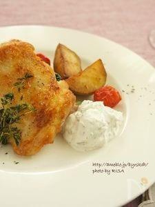 鶏肉とじゃがいものグリル ハーブ入りヨーグルトを添えて