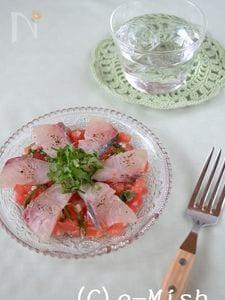 あじとトマトバジルの塩糀カルパッチョ