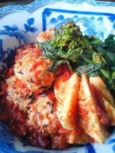 ひじき入りつくねと筍のトマト煮込み