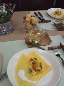 フルーツマリネのクレープ ヨーグルトソース
