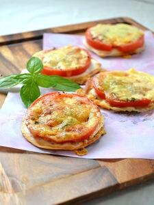 ジューシートマトのおつまみピザ