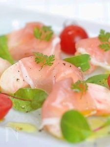生ハムと桃のサラダ
