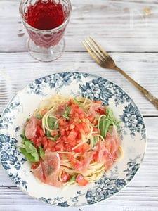 トマトと生ハムとルッコラの冷製パスタ