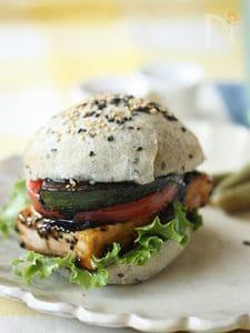 黒ごまと豆腐のヘルシーベジバーガー
