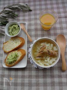 朝食の提案  ウインナーとキャベツのスープ