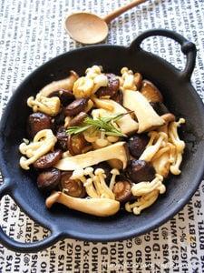3種のきのこのガーリックハーブ添え(スペイン料理アヒージョ)