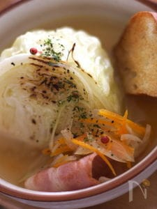 焼きキャベツ 生しょうゆ糀スープ