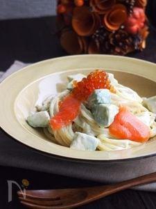 スモークサーモンとアボカドのパスタ マヨしょうゆ麹ソース