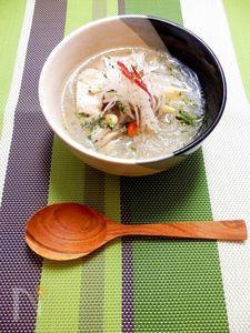 薬膳&エスニック風 鶏胸肉と春雨のスープ