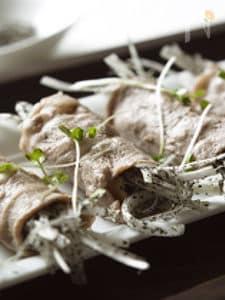 豚焼肉のシャキシャキごまねぎ巻き