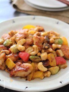 鶏むね肉とアボカドの彩りカシューナッツ炒め
