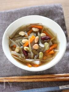 豆と根菜のポカポカ味噌汁