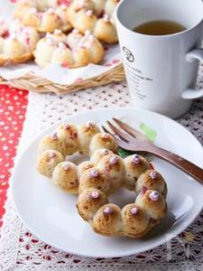 苺の焼きドーナッツ。